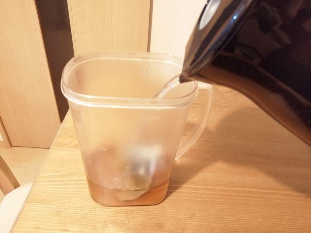 ウーロン茶お湯注ぐ